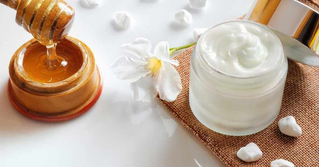 Honey and dairy whitener for wrinkles