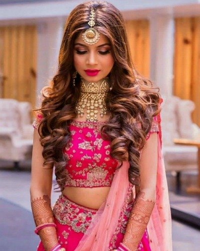 Different Hairstyles That Women With Round Face Can Try With Lehengas Dusbus